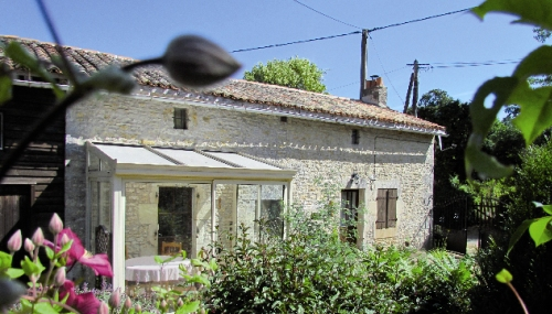 Rosie and Richard move to France to the village of Poitou-Charentes