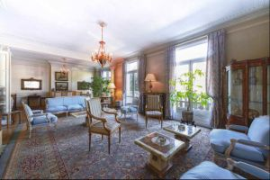 Beautiful apartment situated in a XIX century haussmanian building in the 16th arrondissement 2