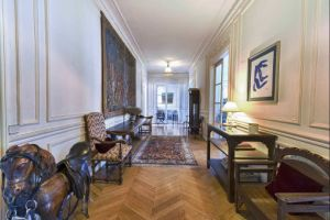 Beautiful apartment situated in a XIX century haussmanian building in the 16th arrondissement 4