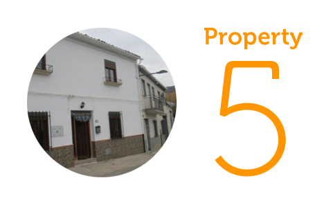 Property 5: Three-bedroom townhouse in Castillo de Lucobin