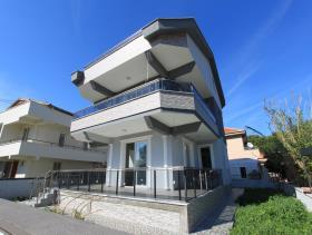 Altinkum, Villa