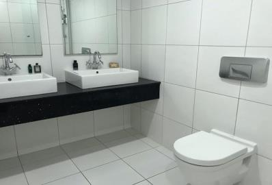 modern-fitted-bathroom