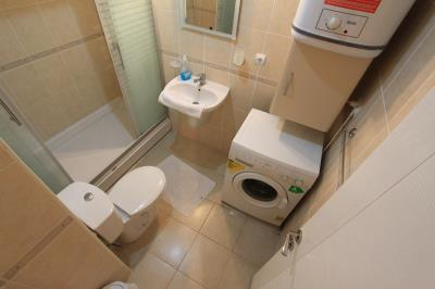 fitted-bathroom--modern-apartment-on-royal-marina--altinkum