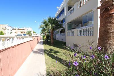 lovely-landscaped-grounds--modern-apartment-on-royal-marina--altinkum