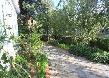 garden-area--traditional-torba-villa--bodrum