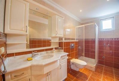 fully-tiled-bathroom--detached-villa-in-mahmutlar-centre--alanya