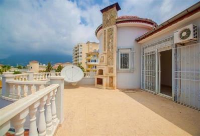 large-balcony-with-bbq--detached-villa-in-mahmutlar-centre--alanya