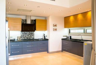 modern-fitted-kitchen--sea-view-villa-in-yalikavak