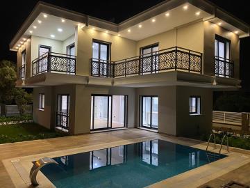 new-modern-detached-villa-in-altinkum
