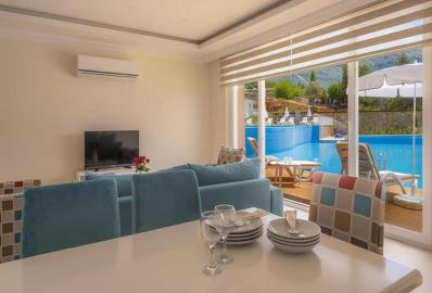 living-and-dining-area--luxury-two-bed-apartment-in-oludeniz