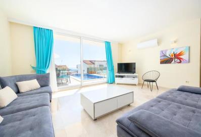 beautifully-furnished-lounge