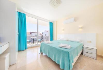 birght-double-bedroom