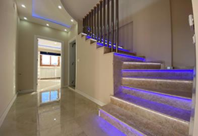 stairs-to-upper-floor