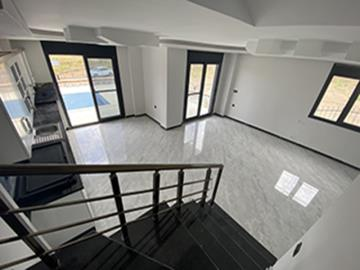 Modern-marble-feature-staircase