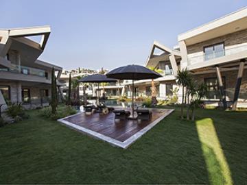 alfresco-dining-on-terrace