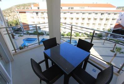 lovely-setaing-area-on-balcony