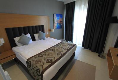 one-double-bedroom