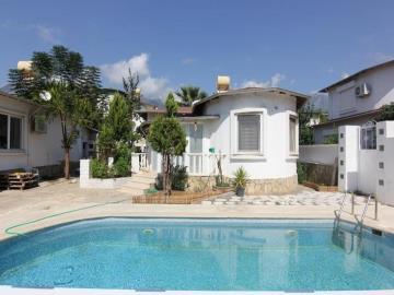lovely-detached-villa