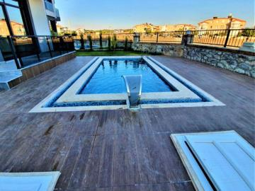 lovely-private-pool