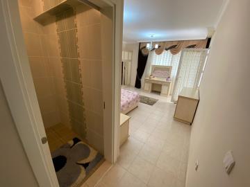 master-bedroom-with-en-suite
