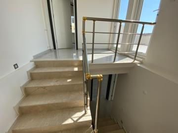 stairs-to-roof-terrace-floor