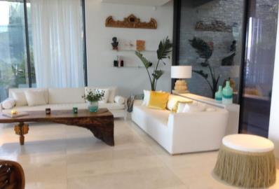 bright-spacious-lounge