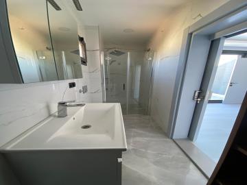 en-suite-to-master-bedroom