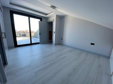 large-top-floor-master-suite