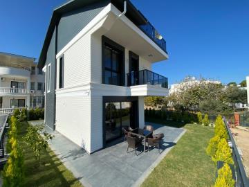 outdoor-patio-and-garden