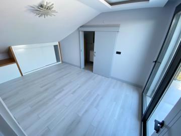 top-floor-master-bedroom