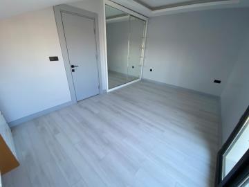 spaicous-bedroom