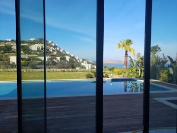 doors-leading-to-poolside-terrace