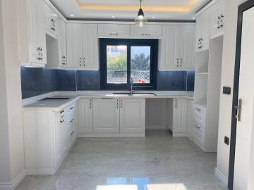 beautifully-fitted-kitchen