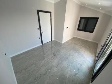 bedroom-with-balcony-access