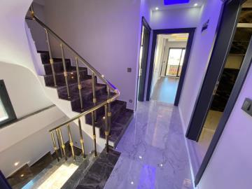 first-floor-to-bedrooms