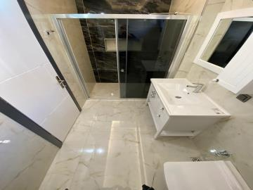 modern-fitted-bathroom-with-shower