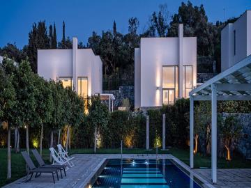 villas-at-night