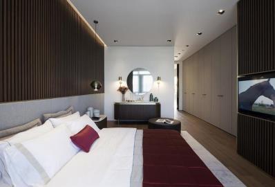 very-spacious-bedroom