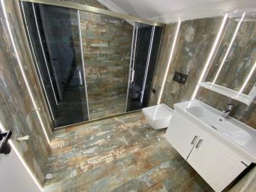 modern-family-bathroom