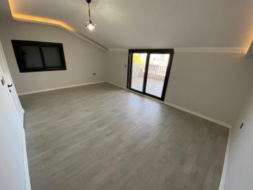 top-floor-bedroom-with-access-to-roof-terrace