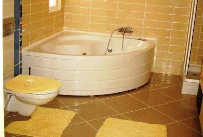 bathroom-with-bathtub
