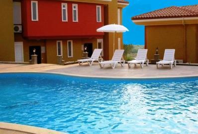 sunabthing-areas-around-pool