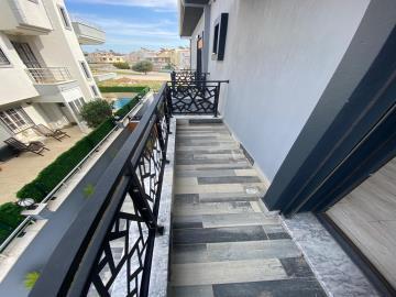 spacious-balcony