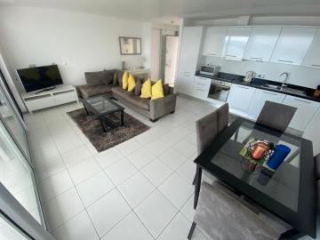 spacious-open-plan-living-area