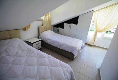 attic-floor-bedroom