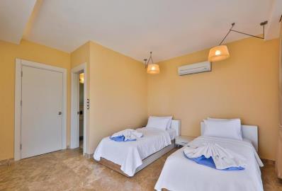bright-twin-bedroom
