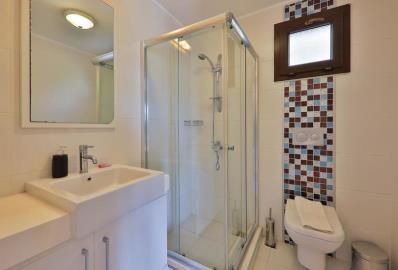 fully-tiled-en-suite