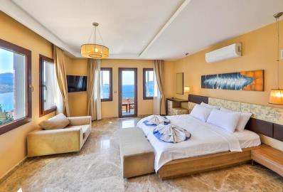 large-beautiful-bedroom