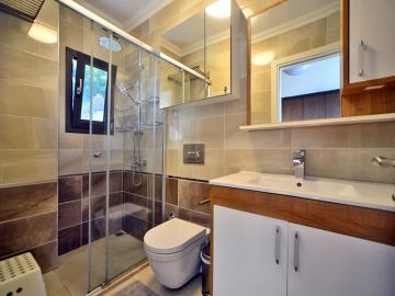 fitted-bathroom-with-shower