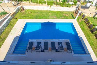 balcony-overlooking-pool-and-garden